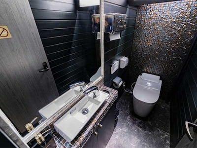 飲食店トイレの鏡に「アンティークミラー」を使用した事例 (京都府京都市 C社様)