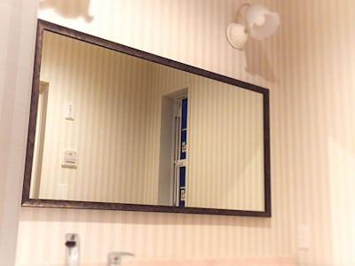 洗面所の大きな鏡に!オールドミラーシリーズ 「A-44031」 を使用した事例