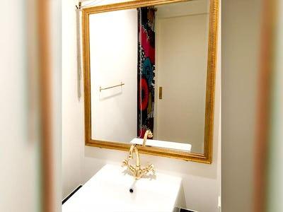 洗面所の鏡に!アジアンミラーシリーズ「A-682G」を使用した事例