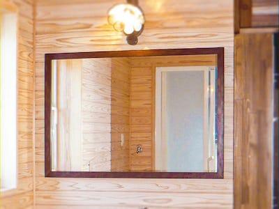 造作洗面台の鏡に!和風モダンミラーシリーズ「C-43015R」を使用した事例
