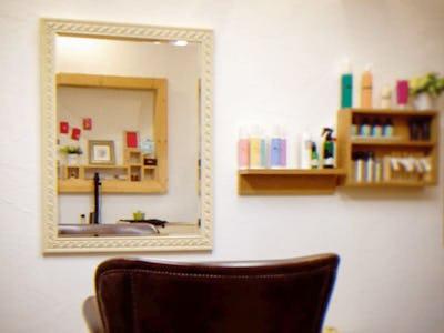 美容室の鏡に!バロック調ミラーシリーズ「32-9077」を使用した事例