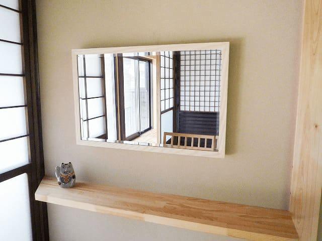玄関の鏡に使用したアンティークミラー