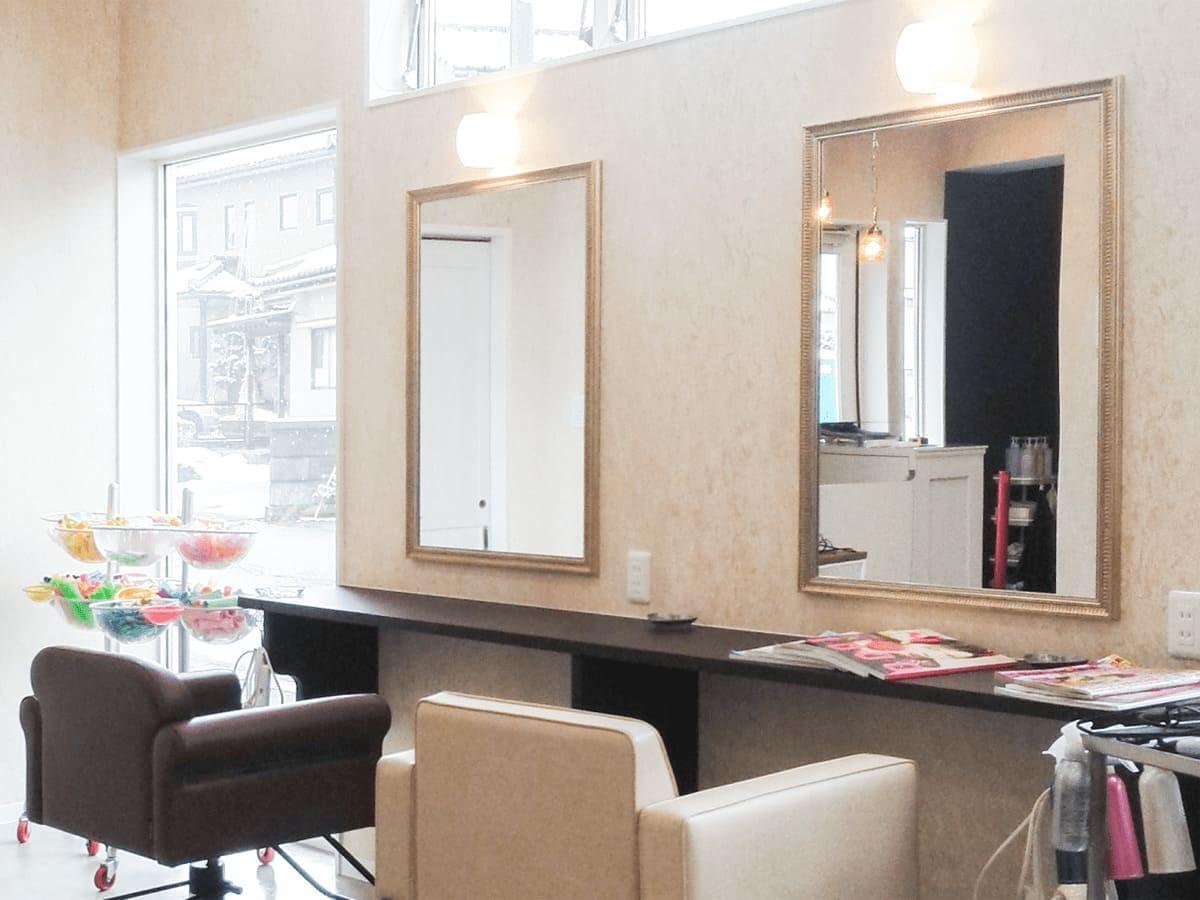 美容室の姿見に使用したアンティークミラー