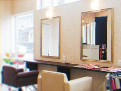 美容室の鏡に!アジアンミラーシリーズ「A-682S」を使用した事例