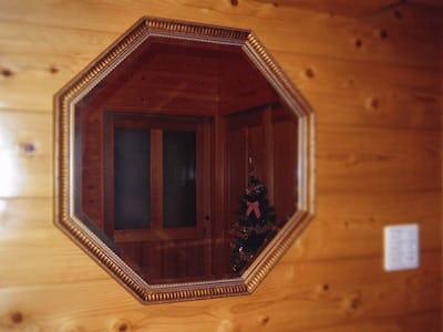 八角形ミラーで室内を装飾!「アジアンミラーシリーズ」を使用した事例