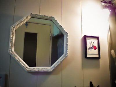 上品な装飾鏡に!八角形のカジュアルミラーシリーズ「A-20161」を使用した事例