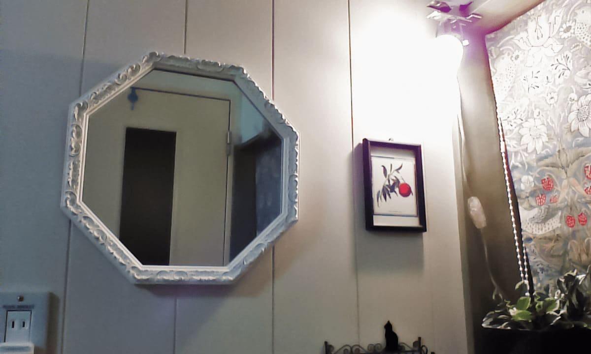 装飾鏡として設置した八角形のアンティークミラー