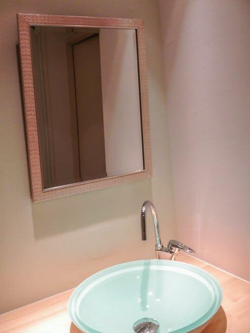 洗面所に使用したアンティークミラー
