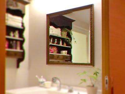 アンティークな洗面所にぴったり!「バロック調ミラーシリーズ 18-6565」を使用した事例