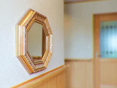 ゴージャスな装飾鏡に!「バロック調ミラーシリーズ 70-6702」を使用した事例
