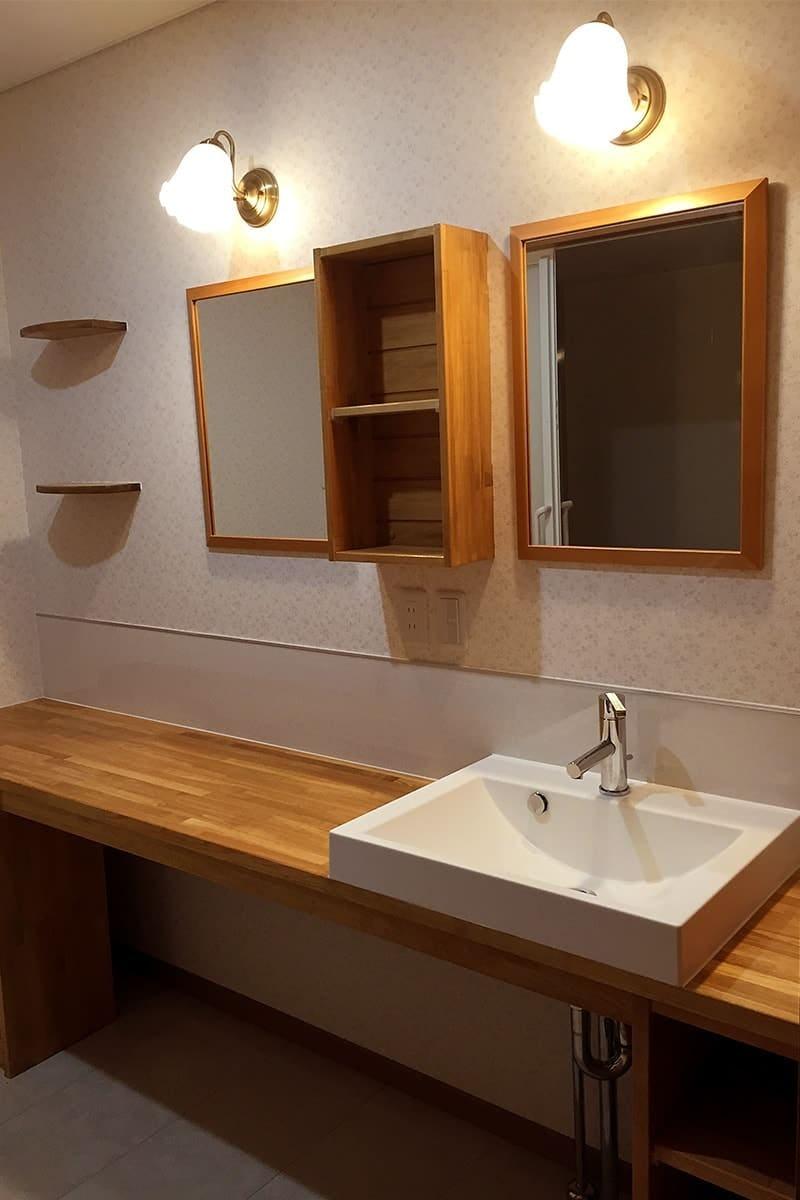洗面所の鏡に使用したアンティークミラー-1