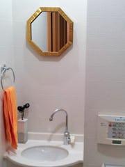 洗面所に使用したアンティークミラー(70003)