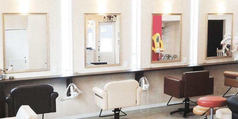 美容室の鏡に「アジアンミラーシリーズ A-682S」を使用した事例